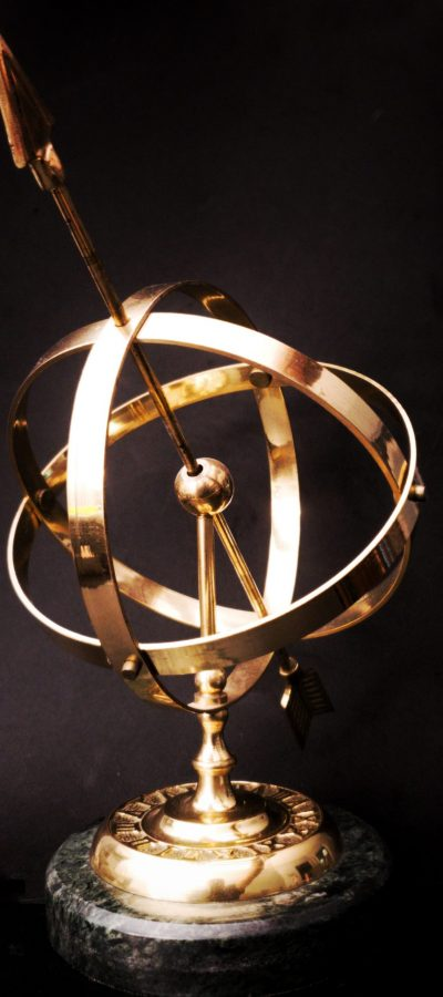 brass-colored-and-black-table-decor-2691660